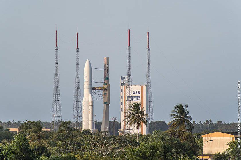 Ariane 5 launches satellites for Intelsat, Japan