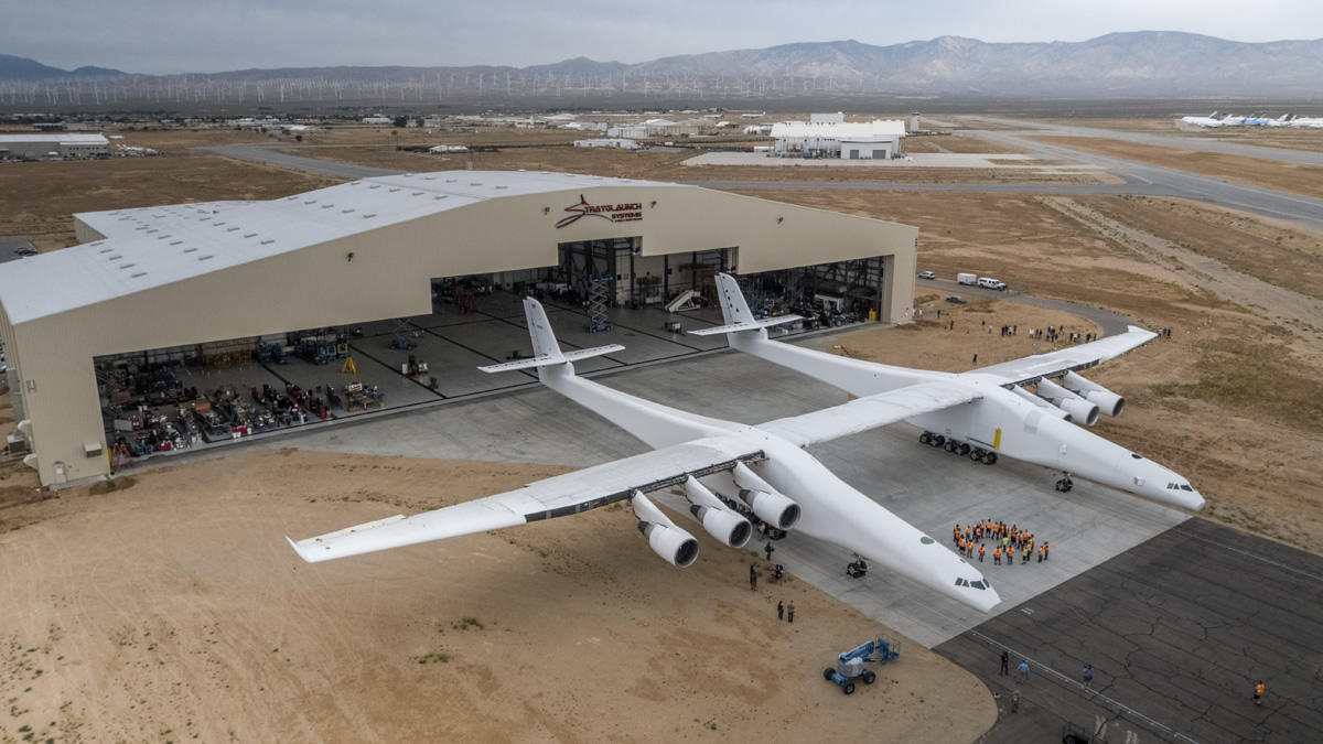Stratolaunch aircraft rolls out