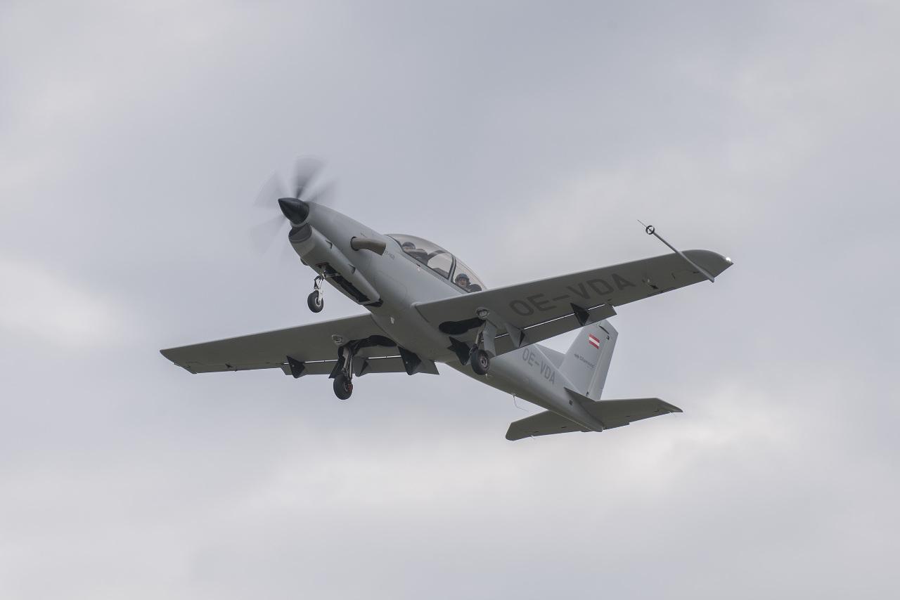 Diamond Aircraft trainer makes first flight