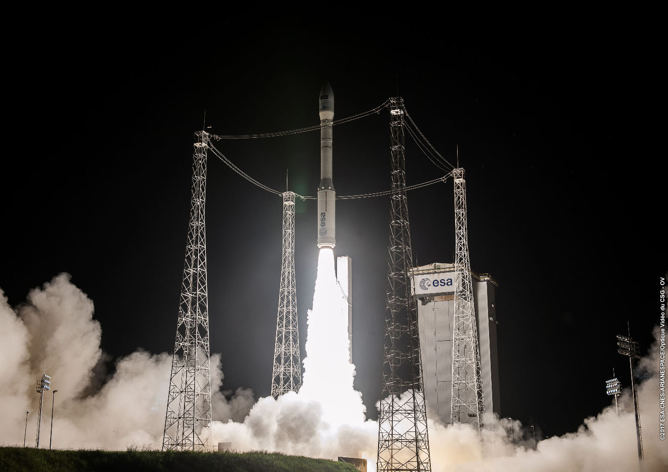 Arianespace signs Japanese launch contract