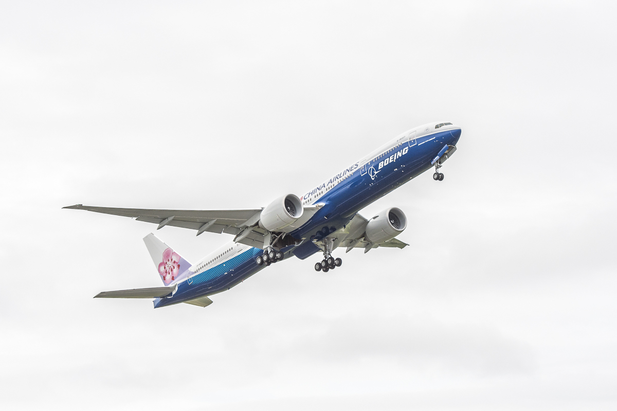 China Airlines receives co-branded Boeing 777