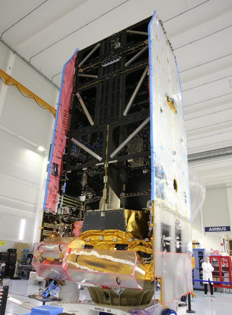 The first assembled Eurostar Neo satellite
