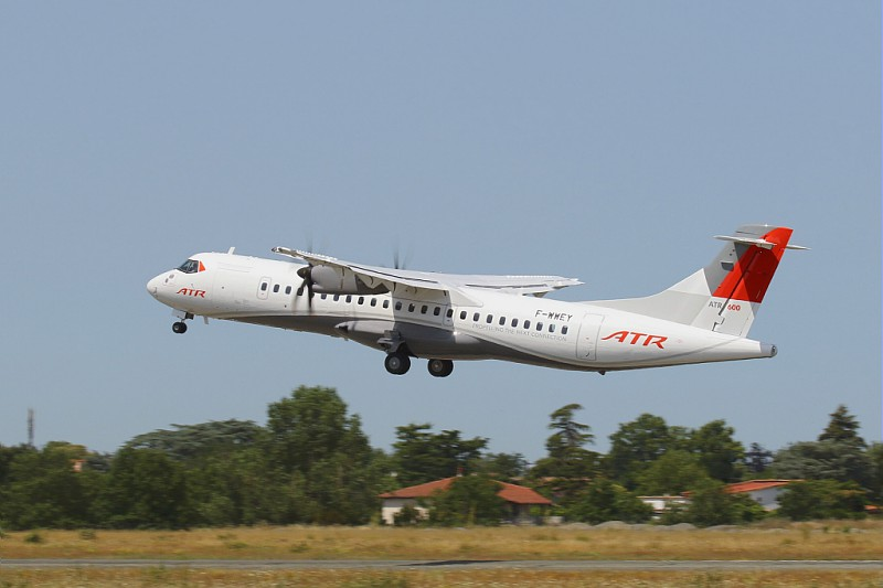 Liebherr and ATR sign a global maintenance contract for the ATR42/72-600