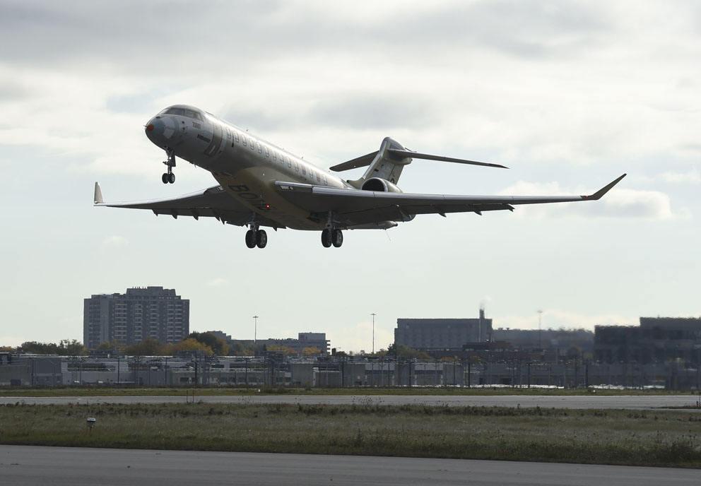 Bombardier cuts losses as revenue slips in 3Q