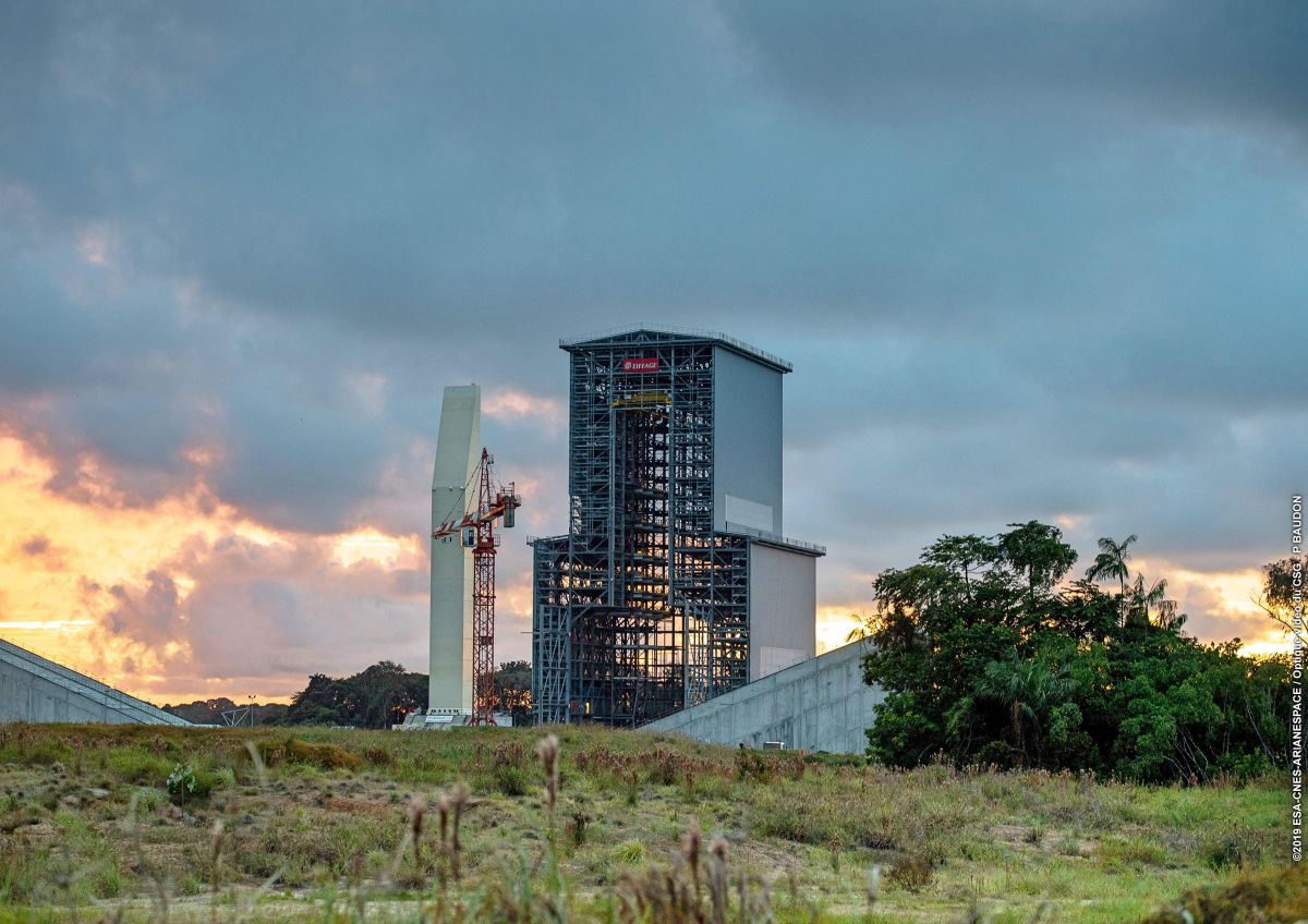 First rollout of Ariane 6 mobile gantry