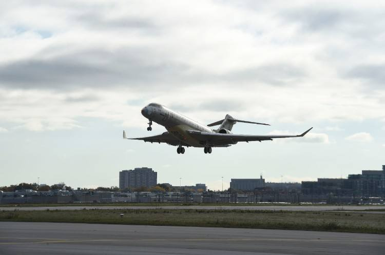 Bombardier Global 7000 makes first flight