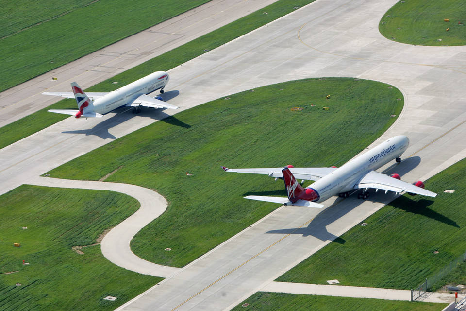 European airports break through two-billion barrier