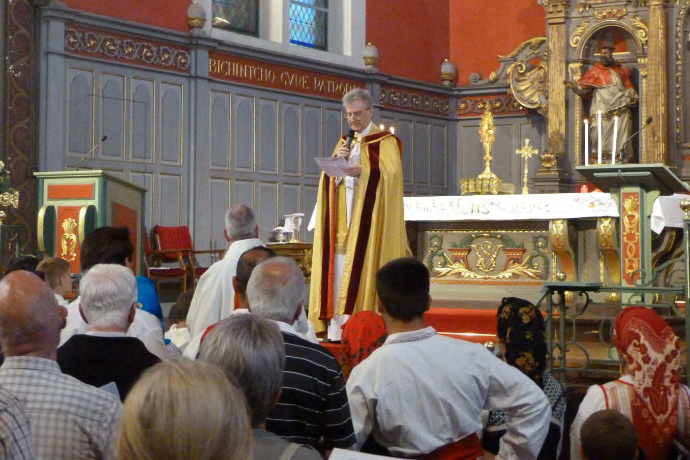 L'abbé Jean-Marc remercie vivement tous les acteurs de cette magnifique matinée en l'honneur du Corps et du Sang du Christ
