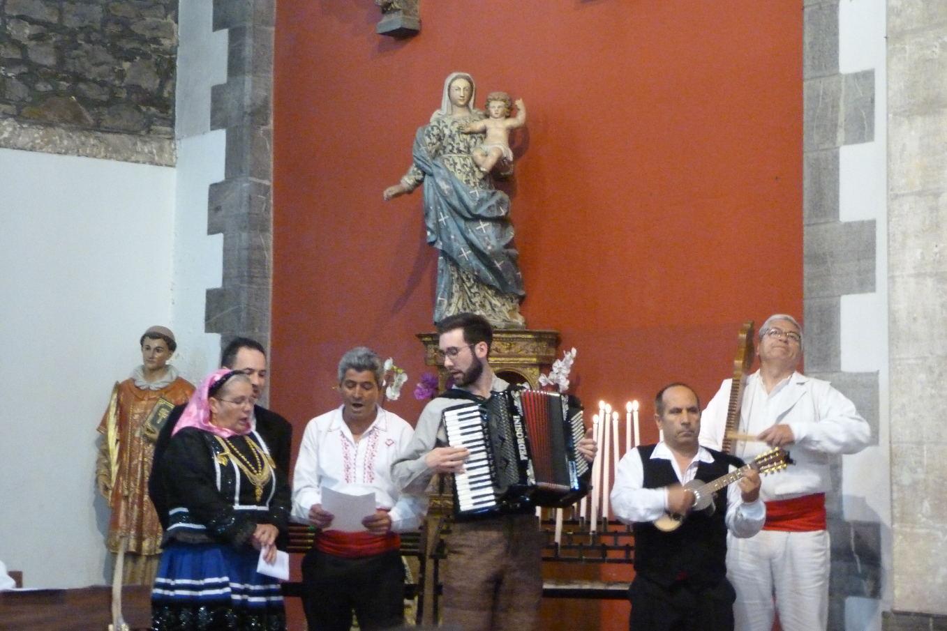 """Musiciens et chanteurs du groupe """"Flores de Portugal"""""""