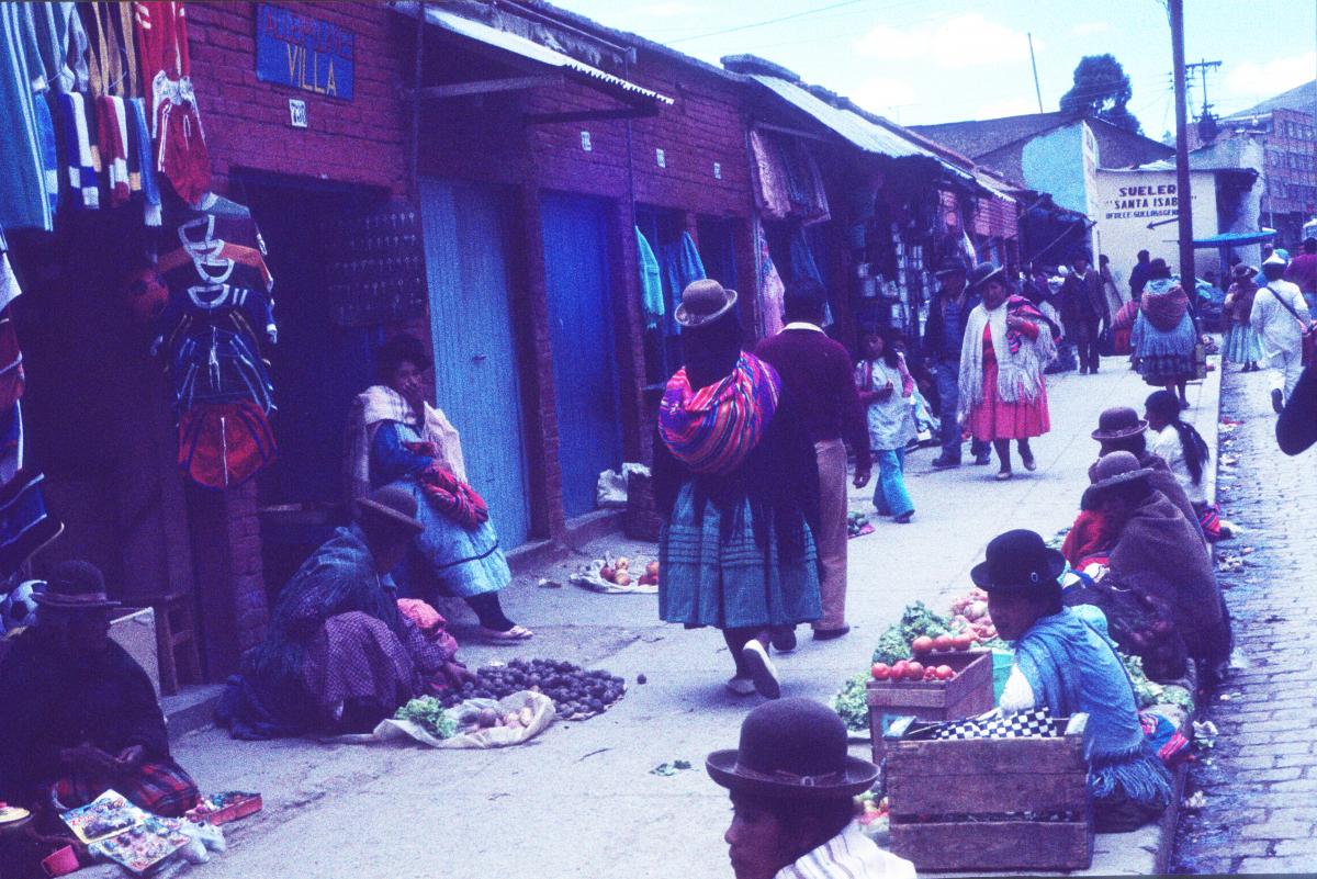 Marché dans un petit village bolivien.jpg