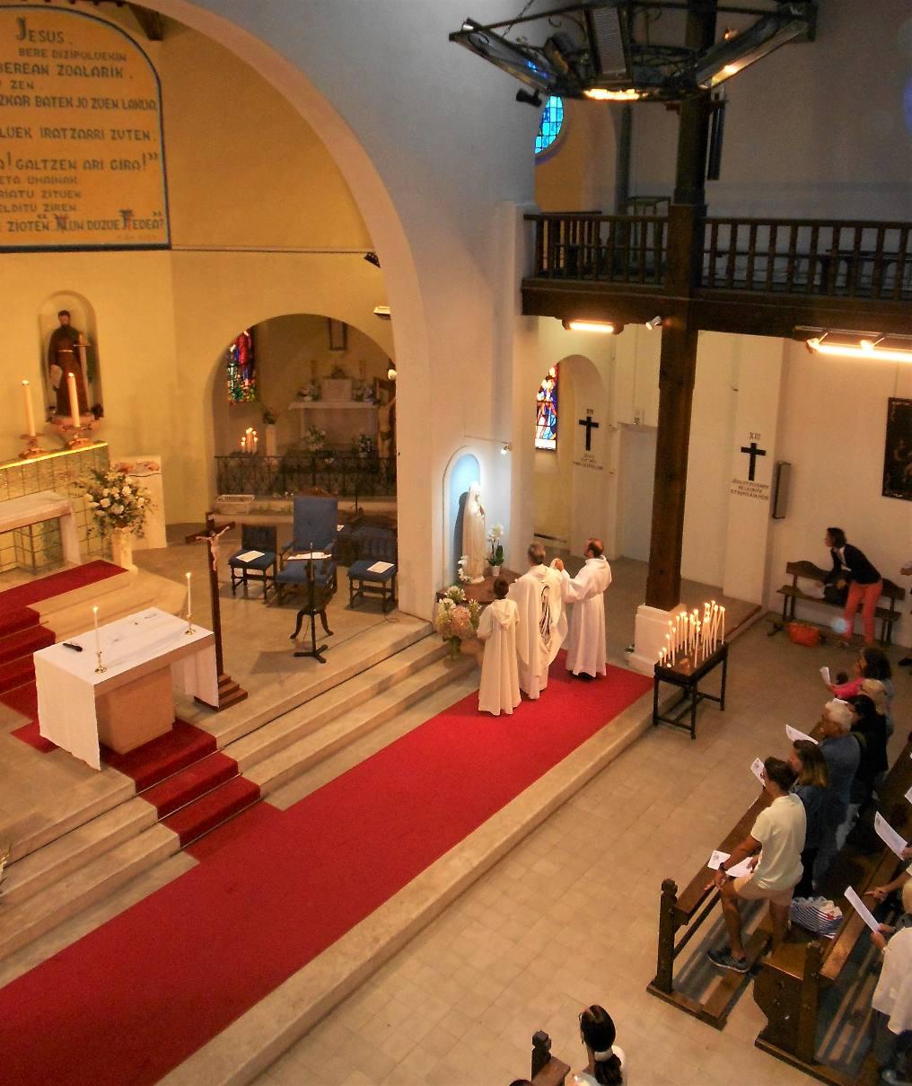 Premier hommage à Marie (statue pour toute l'année)