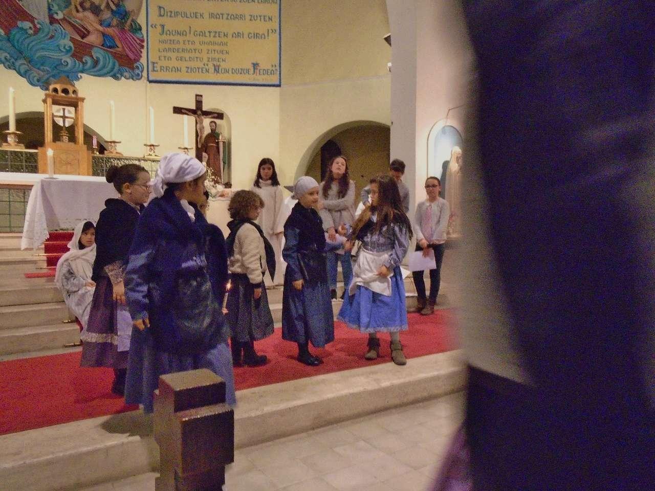 Après avoir rendu hommage au petit Enfant Sauveur, les bergers partent annoncer cette bonne nouvelle en remerciant Dieu pour tout ce qu'ils avaient vu et entendu selon ce qui leur avait été annoncé.