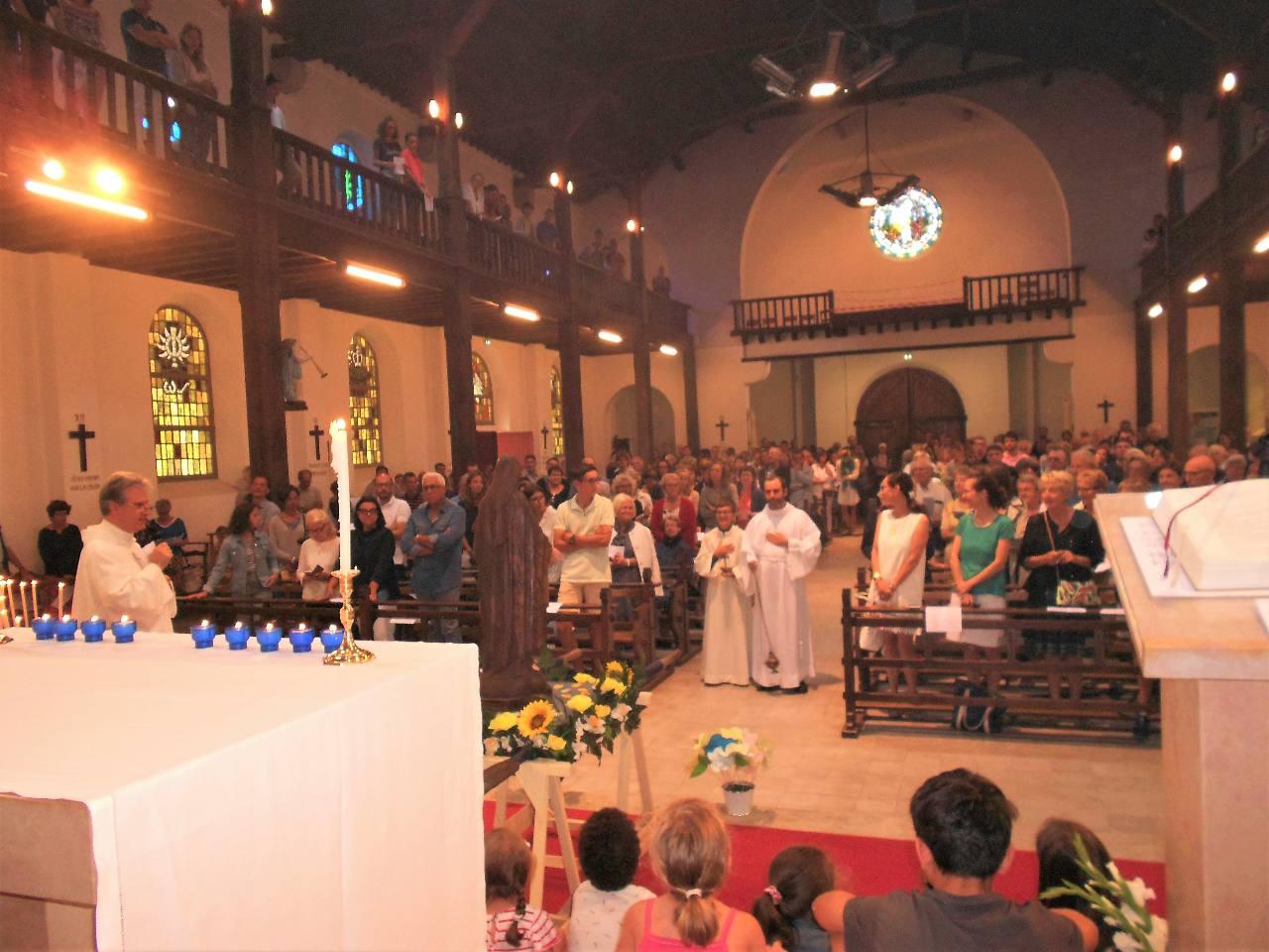 Les remerciements de l'abbé Jean-Marc pour tous et notamment à Iban, notre séminariste d'un an, qui participe à sa dernière messe en tant que tel dans notre paroisse