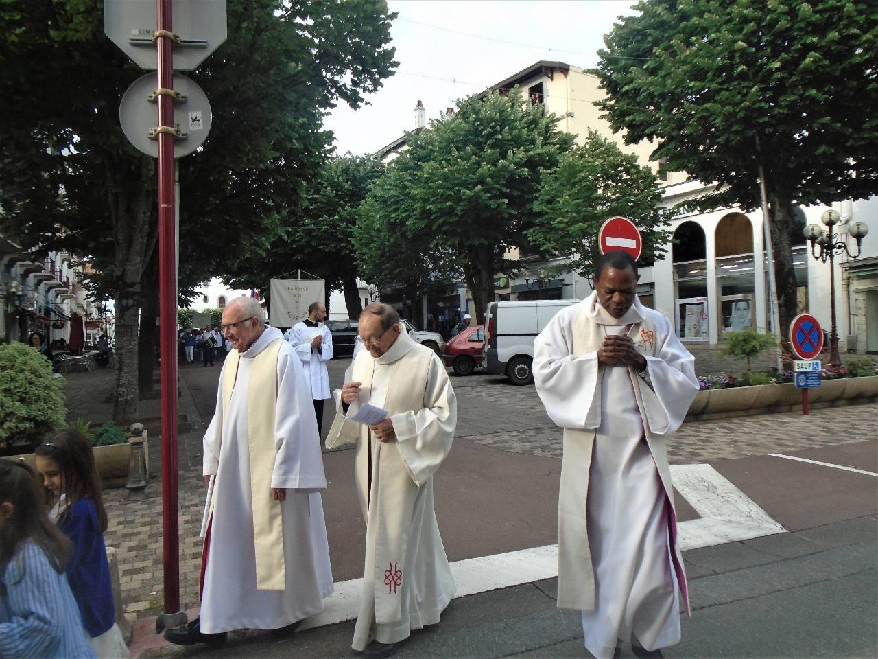 Nos prêtres et notre diacre