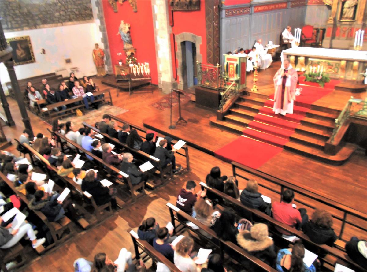 Un baptême, trois premières communions, journées des 6e et des 5e et beaucoup d'enfants du catéchisme pour ce 3e dimanche du temps de l'Avent!