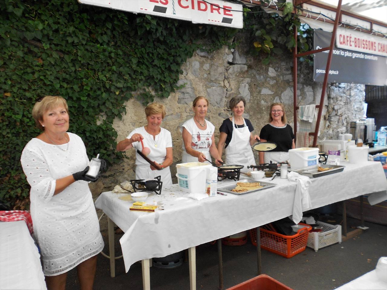 L'équipe pour les crêpes à manger sur place ou à emporter - grand succès !