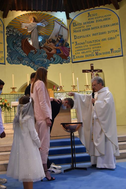 """""""Sacha, je te baptise au nom du Père et du fils et du Saint Esprit"""""""