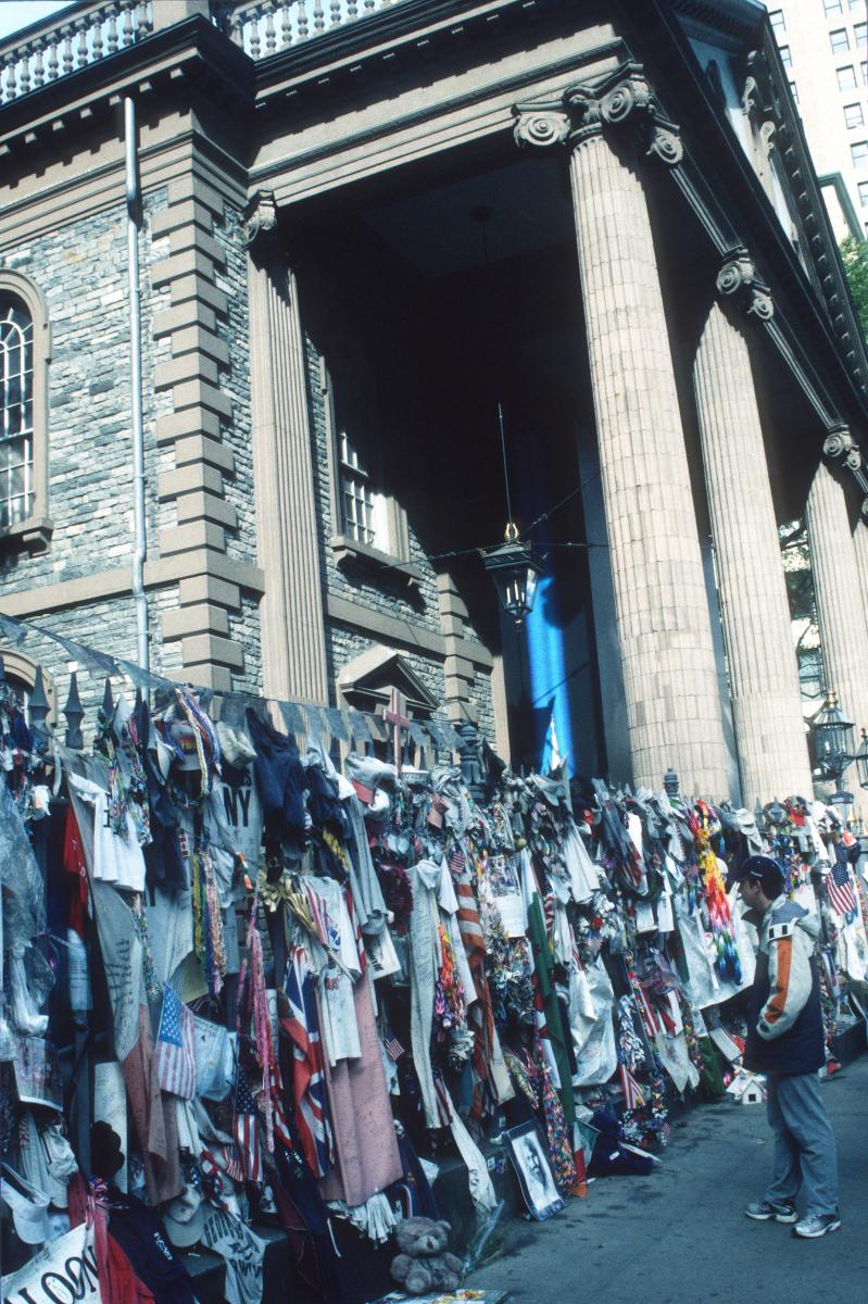 un an après les attentats, New-York se souvient (c'est bien Mattin sur la photo!)