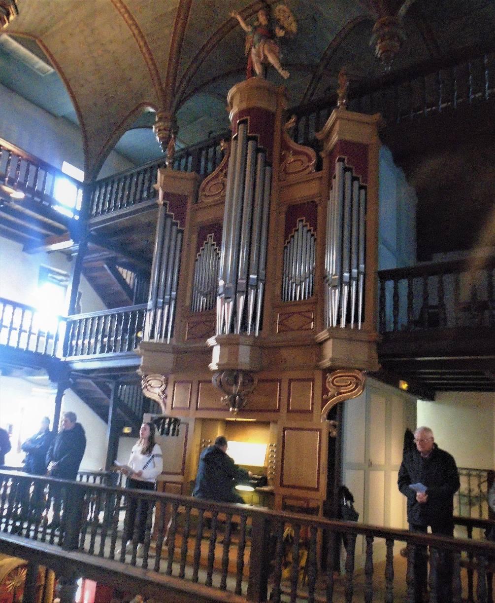 Domitille chante Ave Maria accompagnée par Philippe Guillmard