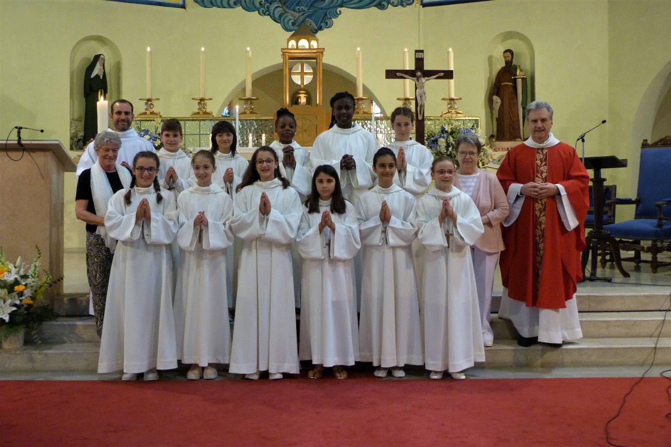 L'abbé Jean-Marc, Iban notre séminariste et vos catéchistes vous remercient ainsi que vos familles qui nous ont si bien accompagnés toute l'année !