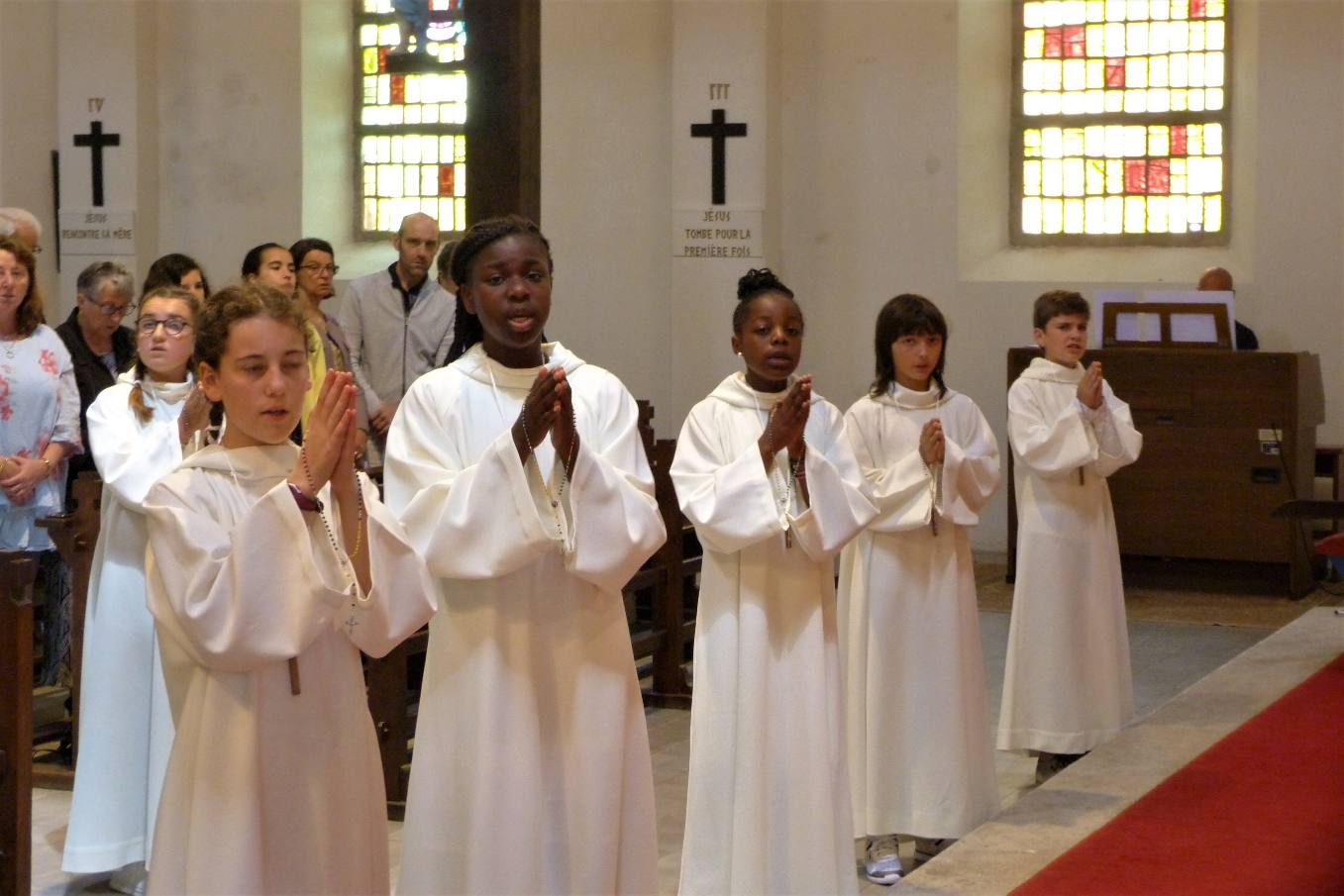 pour chanter Marie avec toute l'assemblée