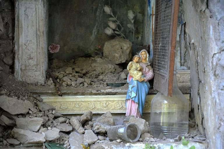Une statue de la Vierge intacte après le violent séisme en Italie !