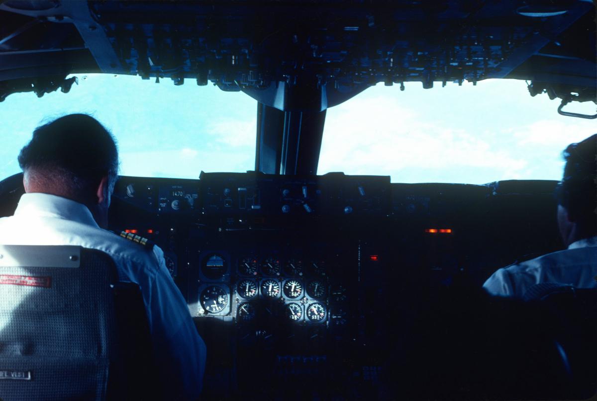 Mieux qu'en 1ère classe, voyager dans le cockpit, une époque révolue....jpg