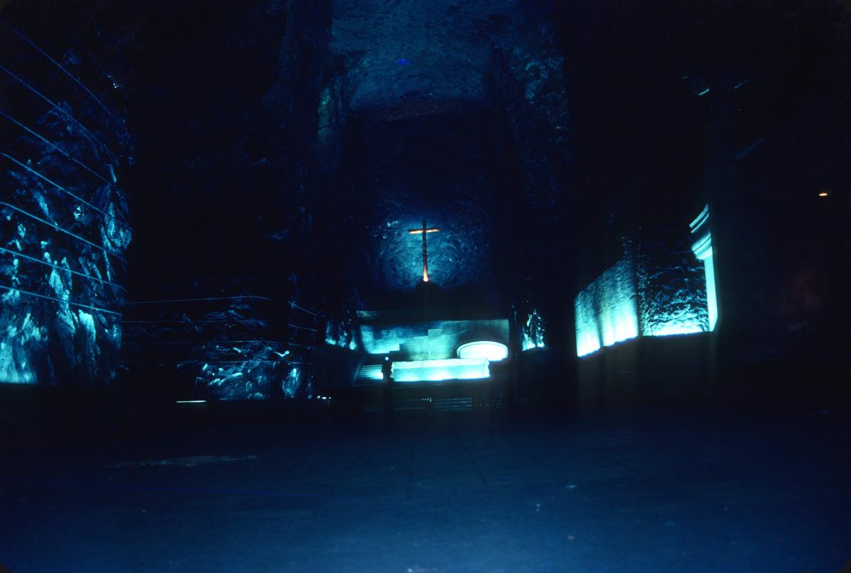 L'impressionnante cathédrale souterraine de Zipaquira, creusée dans une ancienne mine de sel.jpg