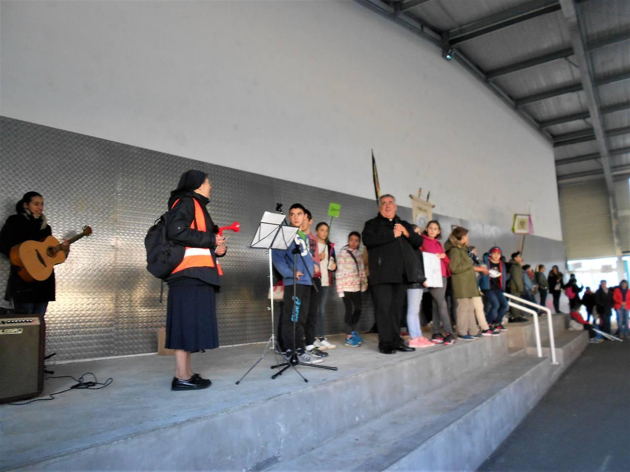 Palavra Viva, l'abbé Hayet, sœur Geneviève et les représentants de chaque paroisse ou établissement et....