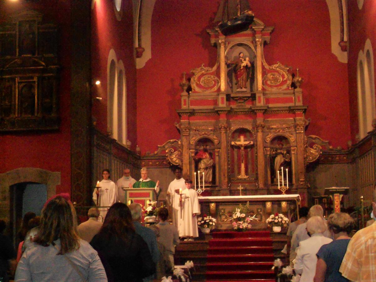 Frère et soeur d'Ariane, servants d'autel.JPG