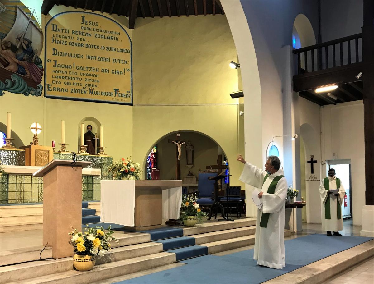Jésus présent dans le Tabernacle.JPG