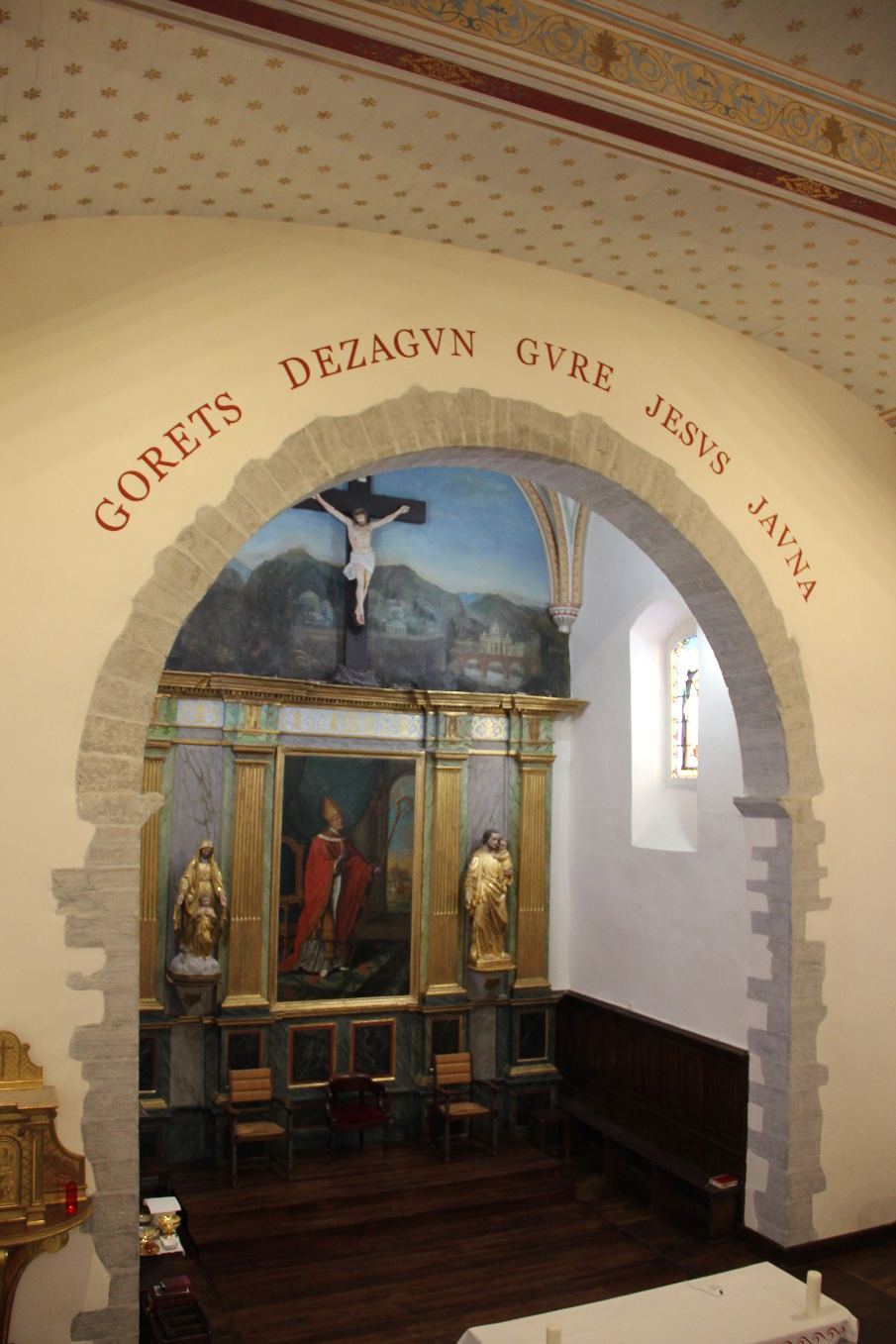 """Restauration tout en pastel ; l'ensemble est beaucoup plus lumineux pour dire ensemble: """"Louons notre Seigneur Jésus"""""""