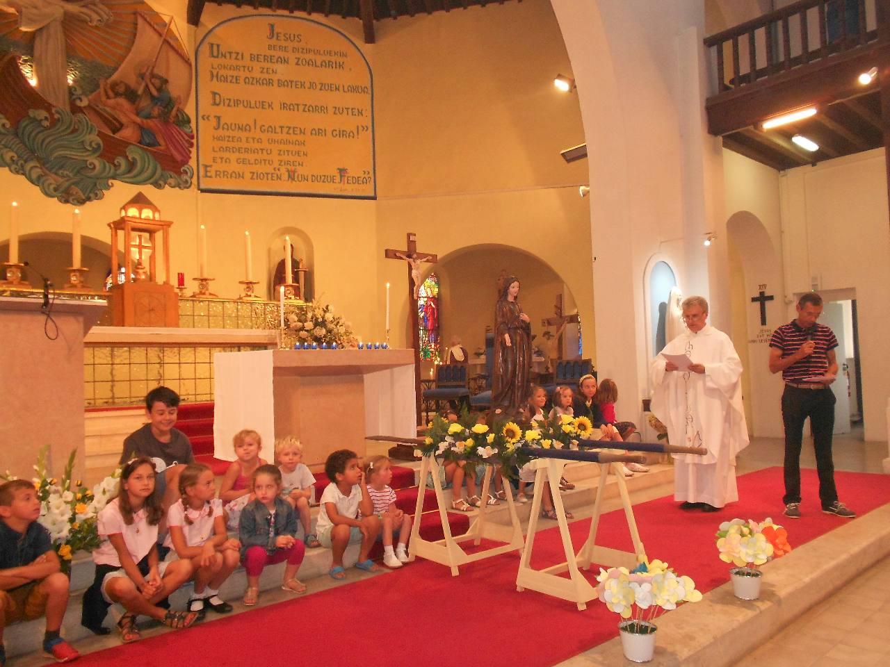 """La prière : """"« Vierge Marie, tu es la Mère de Dieu,  la Mère de l'Église et notre Mère à tous. Désormais au ciel avec ton Fils, tu veilles sur nous""""...."""