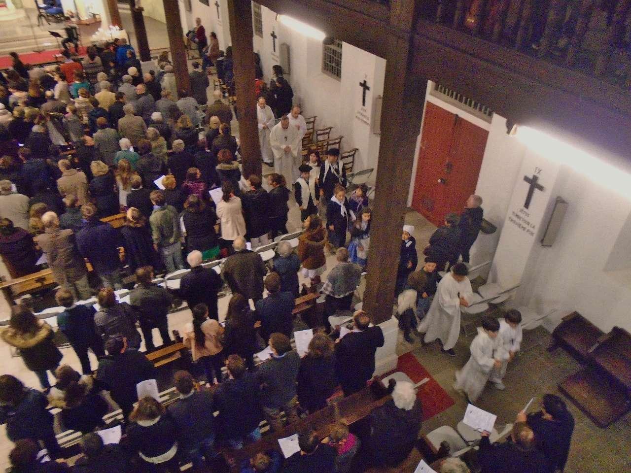 Les bergers participent à la procession d'entrée