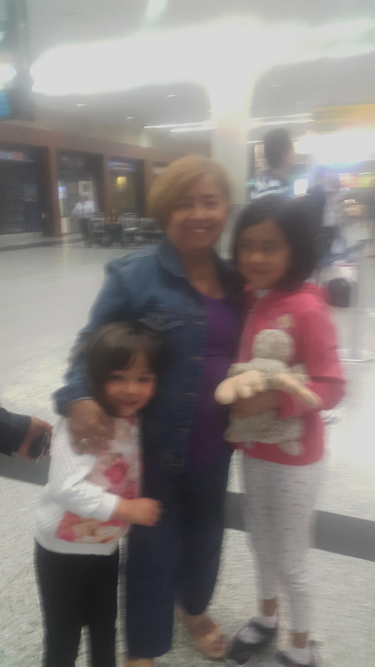 Léa et Angela et leur grand-mère