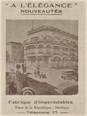 A l'élégance Place de la République en 1925..png