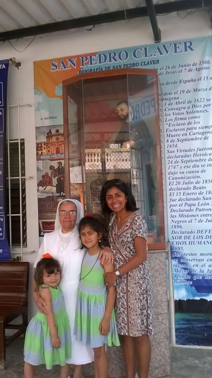 Grande joie de revoir mes amies, les sœurs de la communauté de saint Pierre Claver - Ici nous sommes avec sœur Omaira.