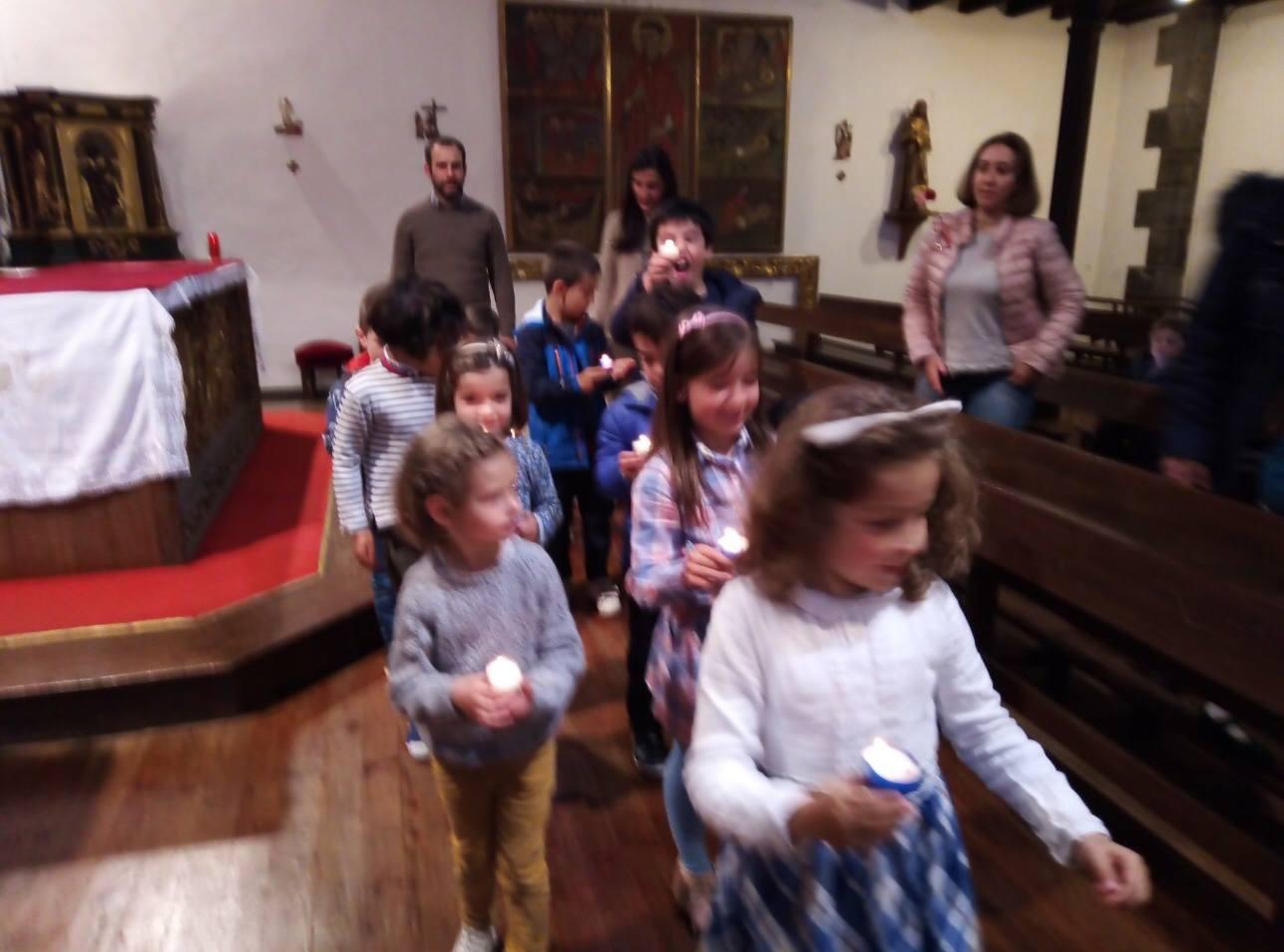 Petite procession aux veilleuses pour clore l'année avec Marie