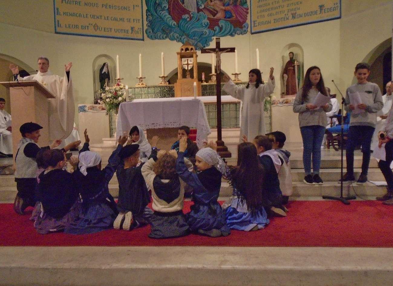 """Et soudain, il y eut avec l'Ange une troupe céleste qui louait Dieu en chantant: ♪ ♫  """"Gloria ! In excelsis Déo ! """""""