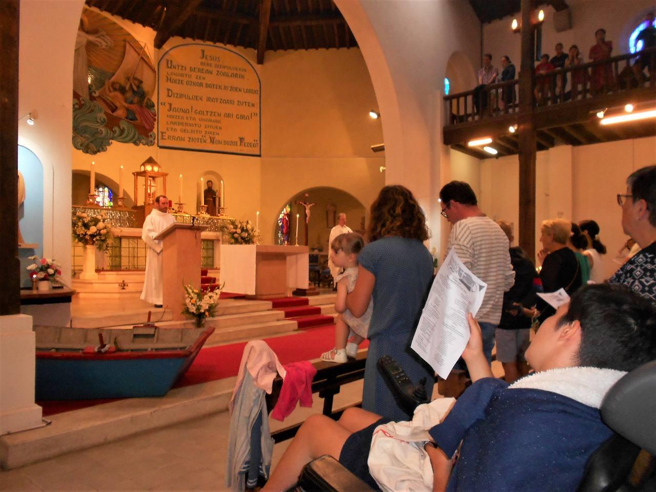 Le credo chanté à deux voix, l'abbé Jean-Marc et Iban séminariste dont c'était la dernière messe de son année dans notre paroisse
