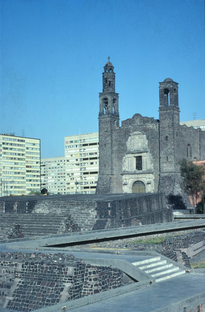 Mexico, Place des Trois cultures (2).jpg