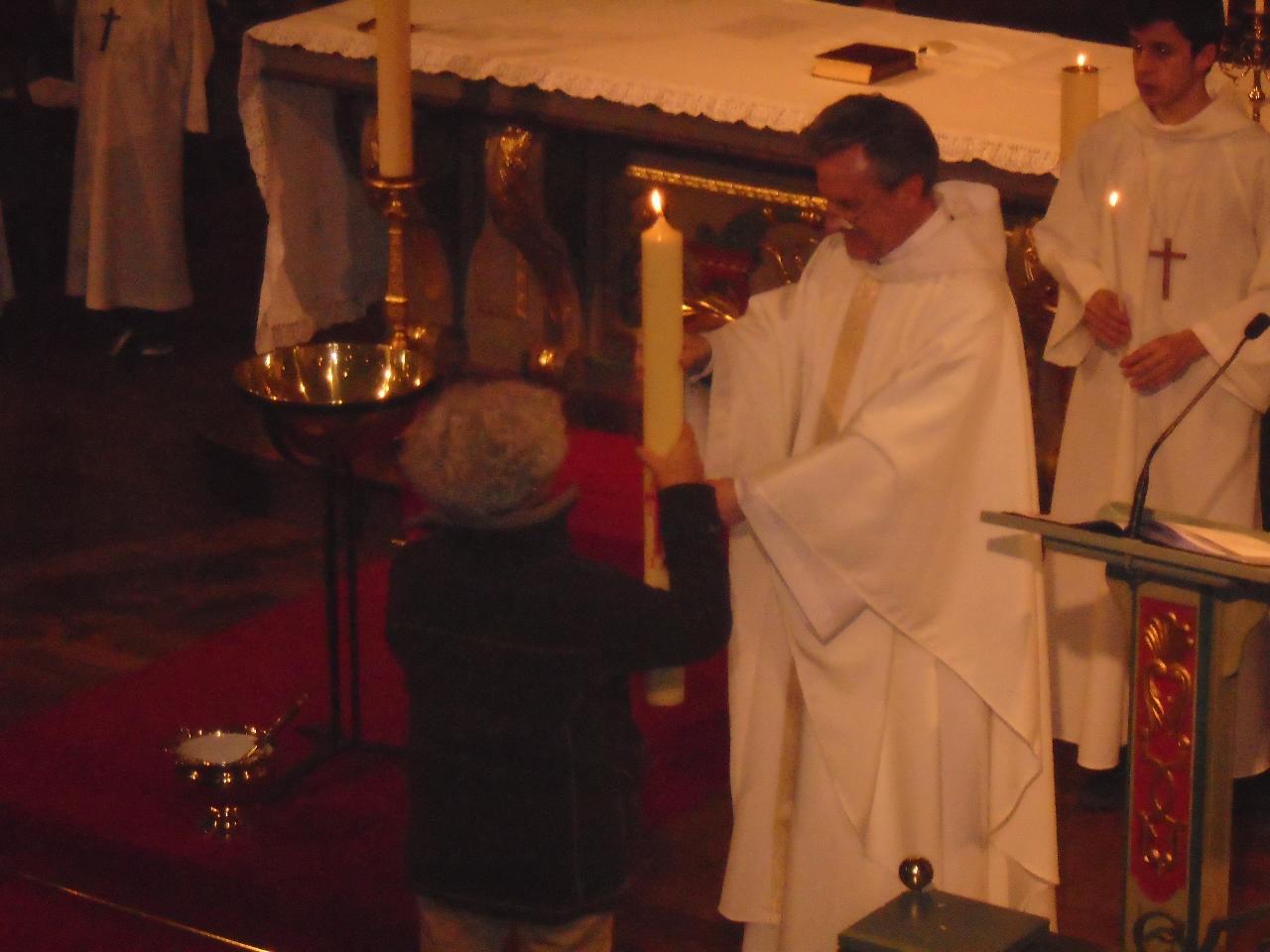 Remise du cierge pascal pour le relais de Béhobie