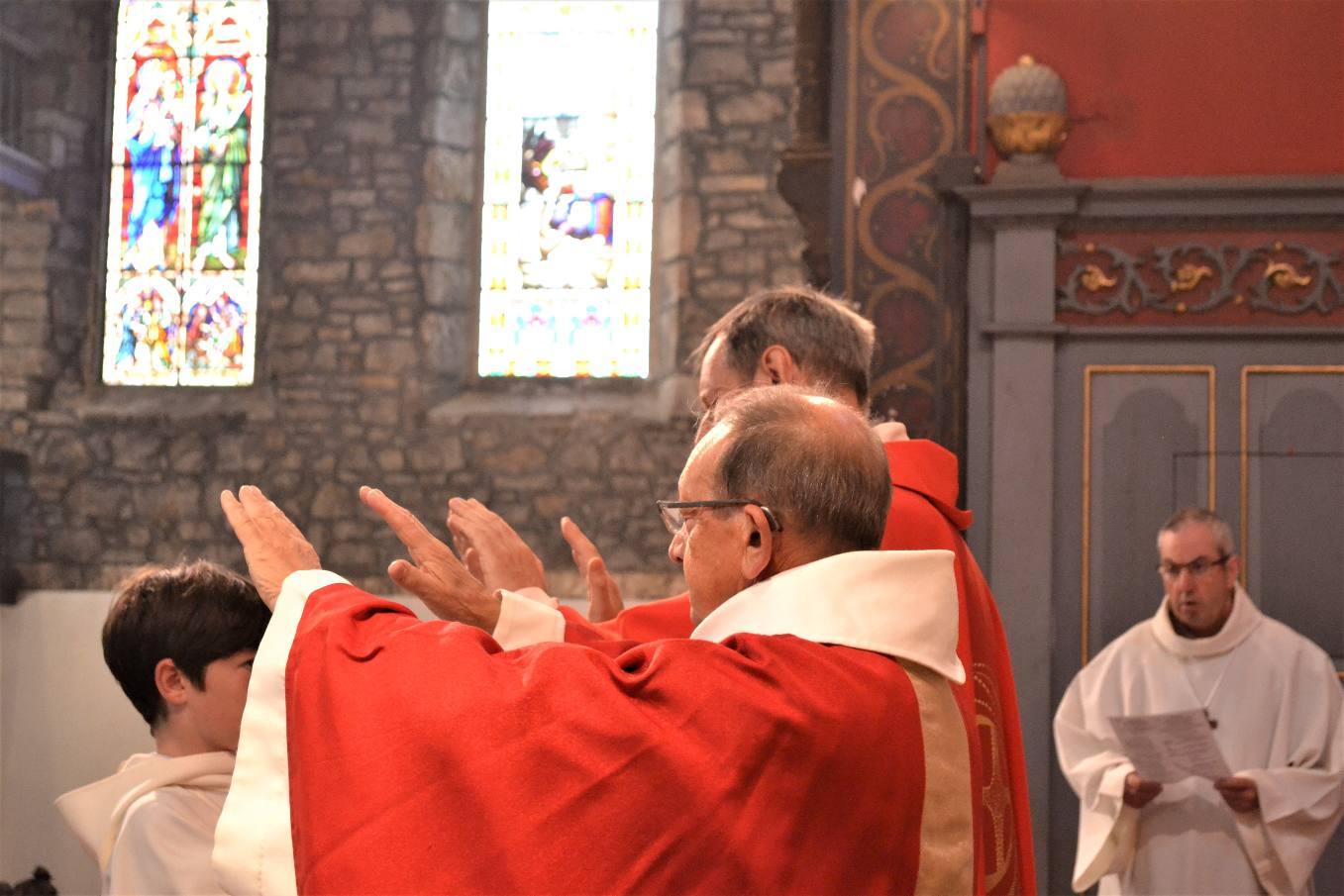 """...""""Comme tu l'as promis,  répands maintenant sur eux ton Esprit Saint ;  Donne-leur en plénitude  l'Esprit qui reposait sur ton Fils Jésus :..."""