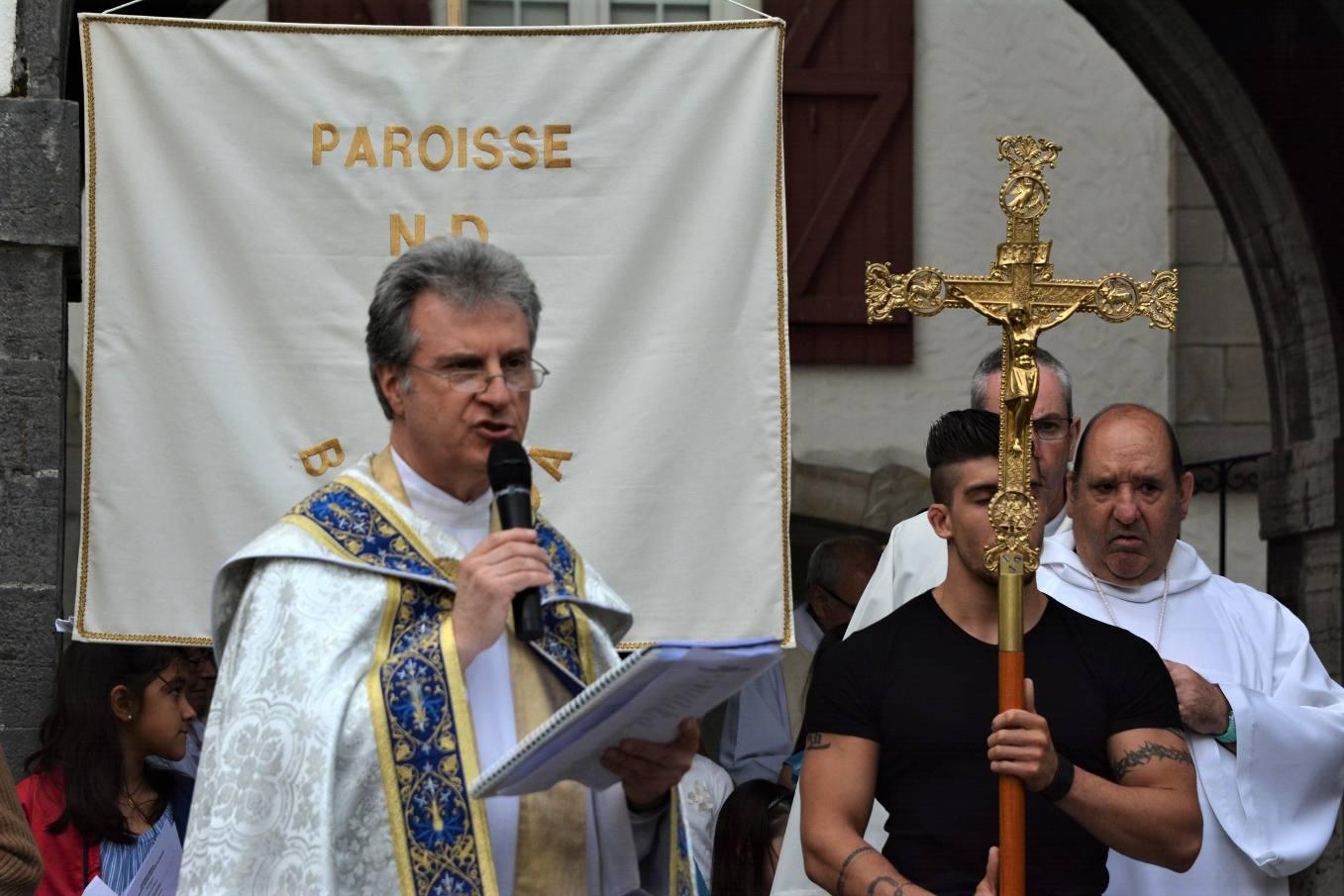 Johan s'est dit très honoré de porter la Croix