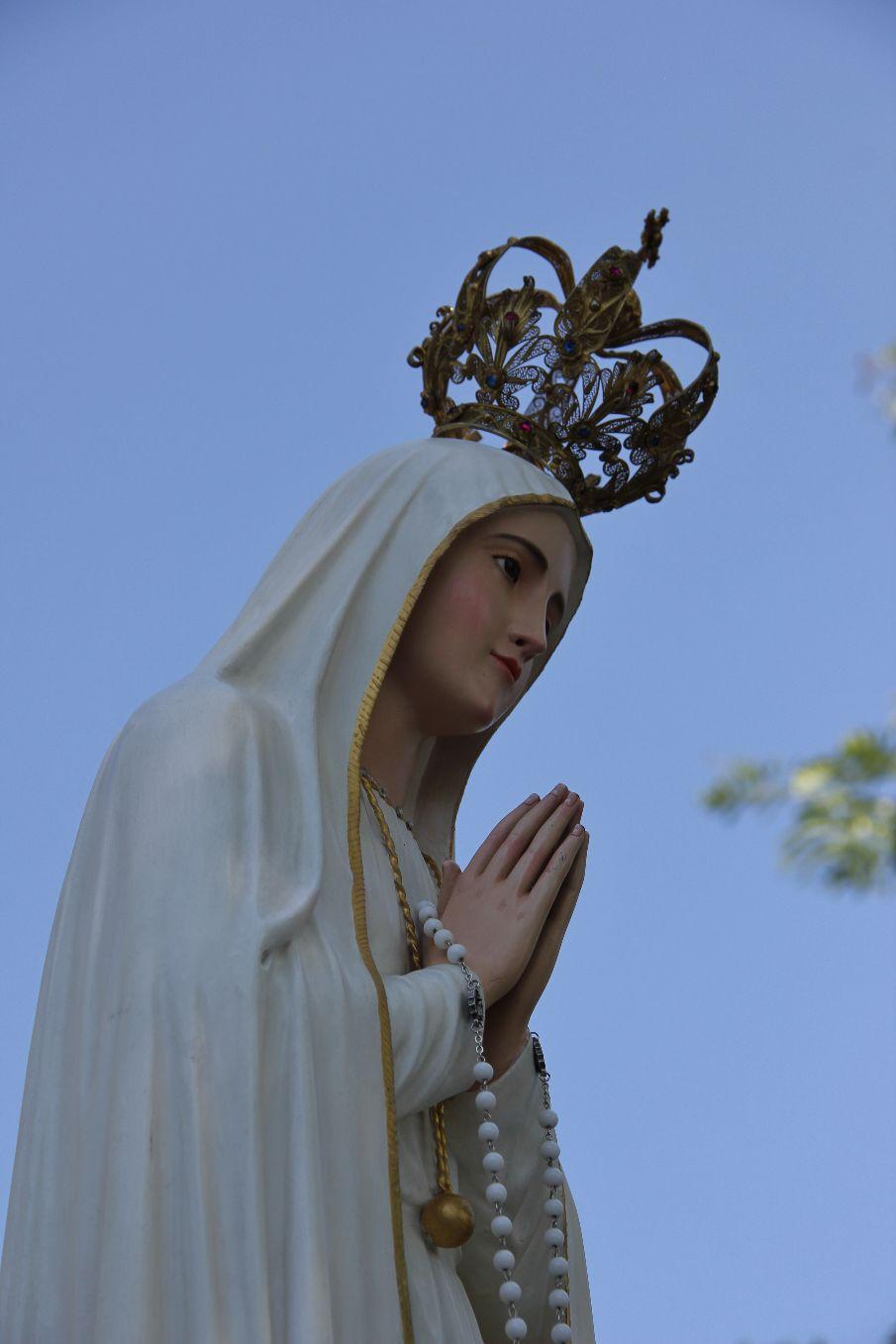 """... Salut, vie et douceur, Salut, notre espérance, Ô Vierge Pèlerine, ô Reine universelle !"""" (Pape François)"""