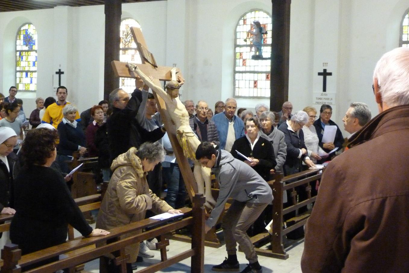 """""""Voici le bois de la Croix qui a porté le salut du monde"""""""