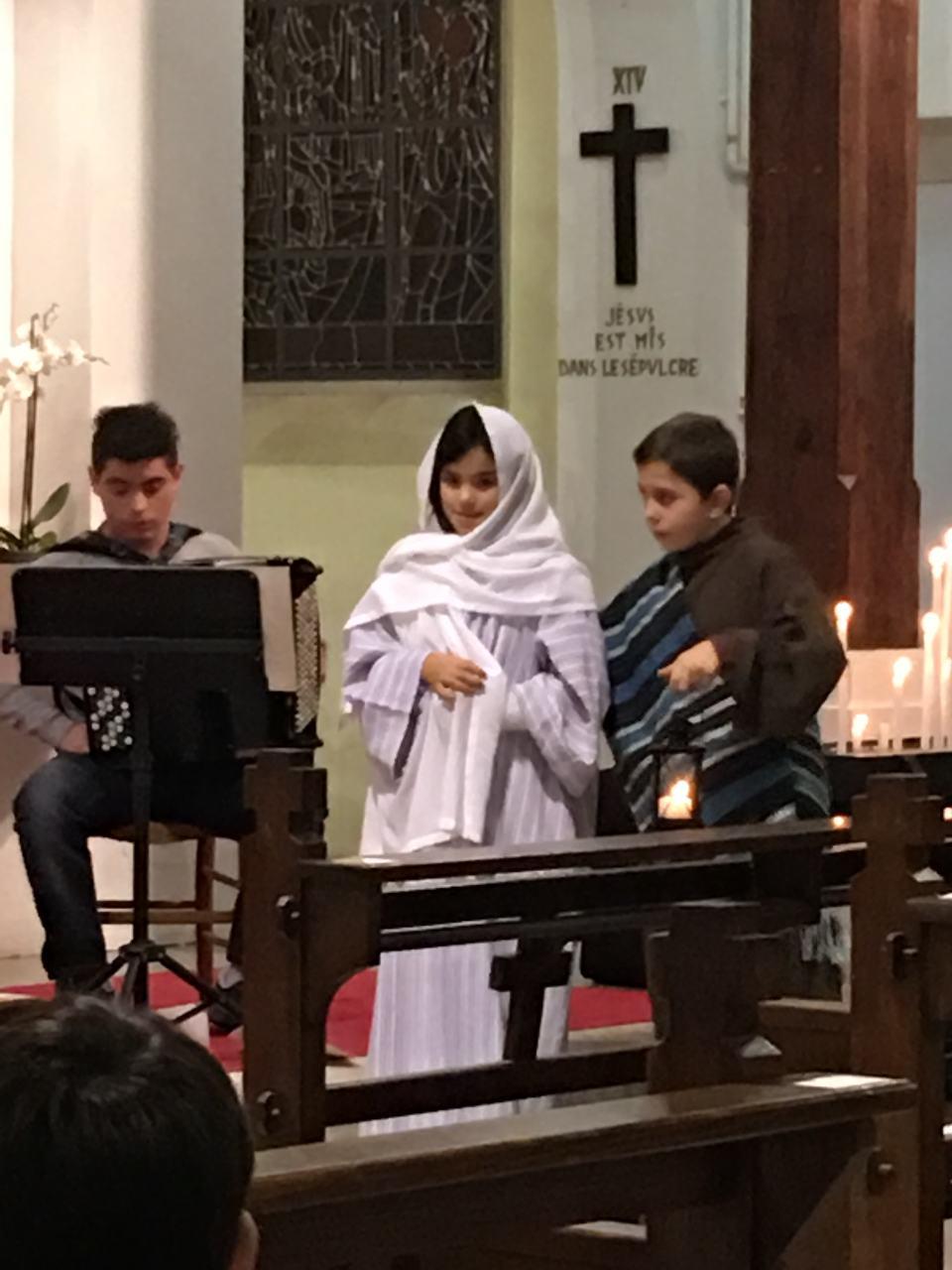... Alors Joseph part pour la Judée avec Marie, son épouse, qui aura bientôt son bébé, pour  la ville de Bethléem où, lui-même, était né.
