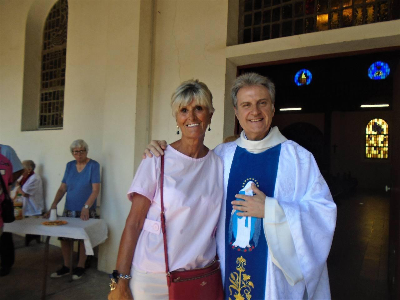 L'abbé Jean-Marc et Nelly, un témoignage souriant du bonheur de garder Marie dans son cœur !