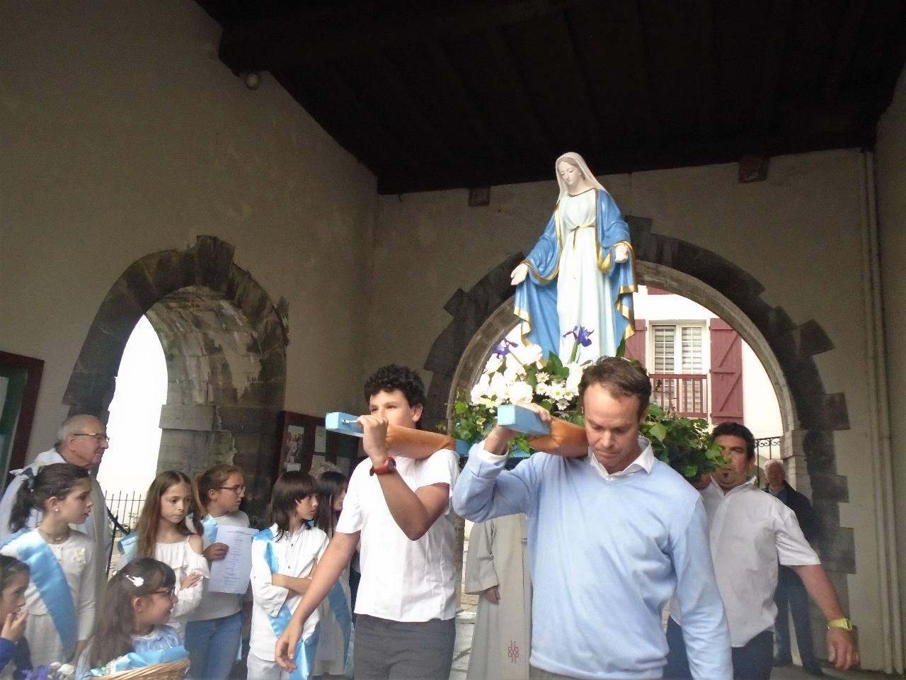 Celle qui nous réunit, Notre Dame de la Bidassoa, Marie !.. portée par David, Manuel, Angel et Christophe