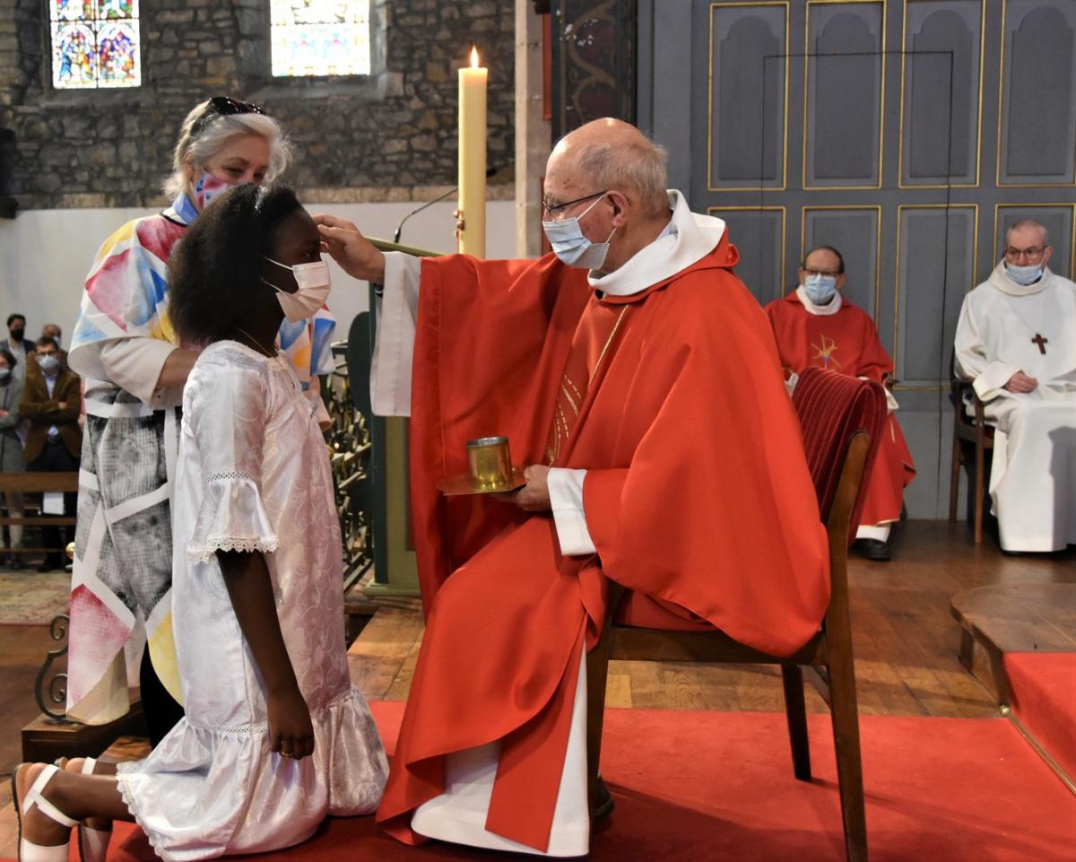 """""""Marie Anaïs, sois marquée de l'Esprit Saint, le don de Dieu"""""""